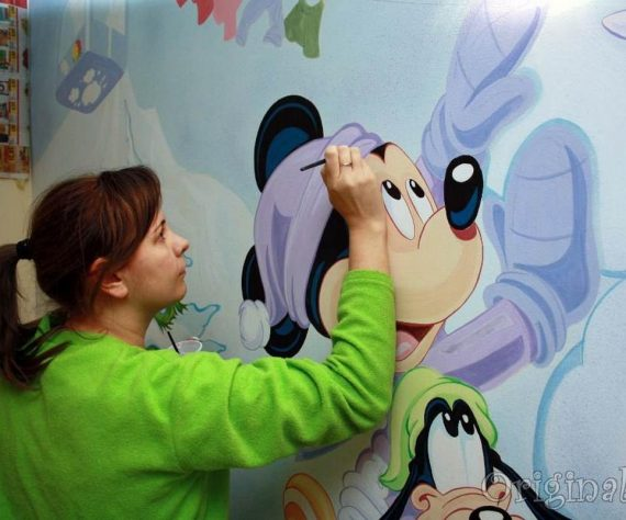 1402420908camera-alex-pictura-murala-mickey-mouse