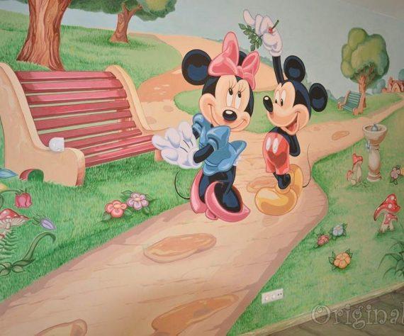 1402421401camera-brasov-pictura-murala-winniesi-mickey