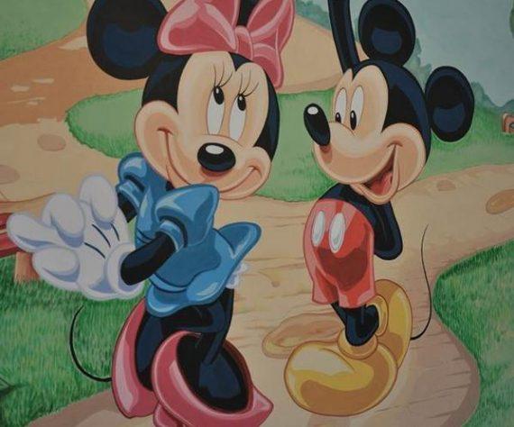 1402421406camera-brasov-pictura-murala-winniesi-mickey